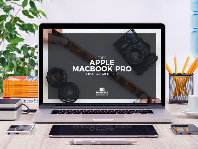 Free-Apple-MacBook-Pro-Display-MockUp-Psd