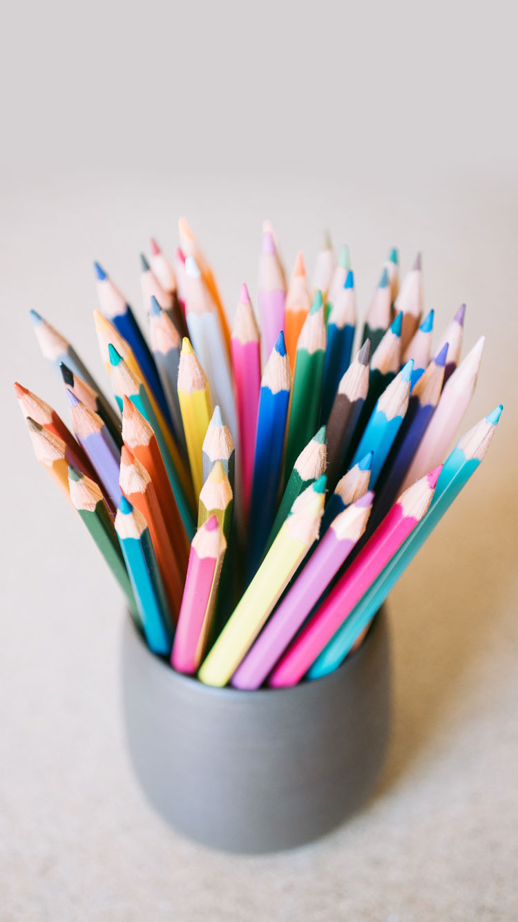 COLOR-PENCILS-IN-THE-CUP-iPhone-Wallpaper