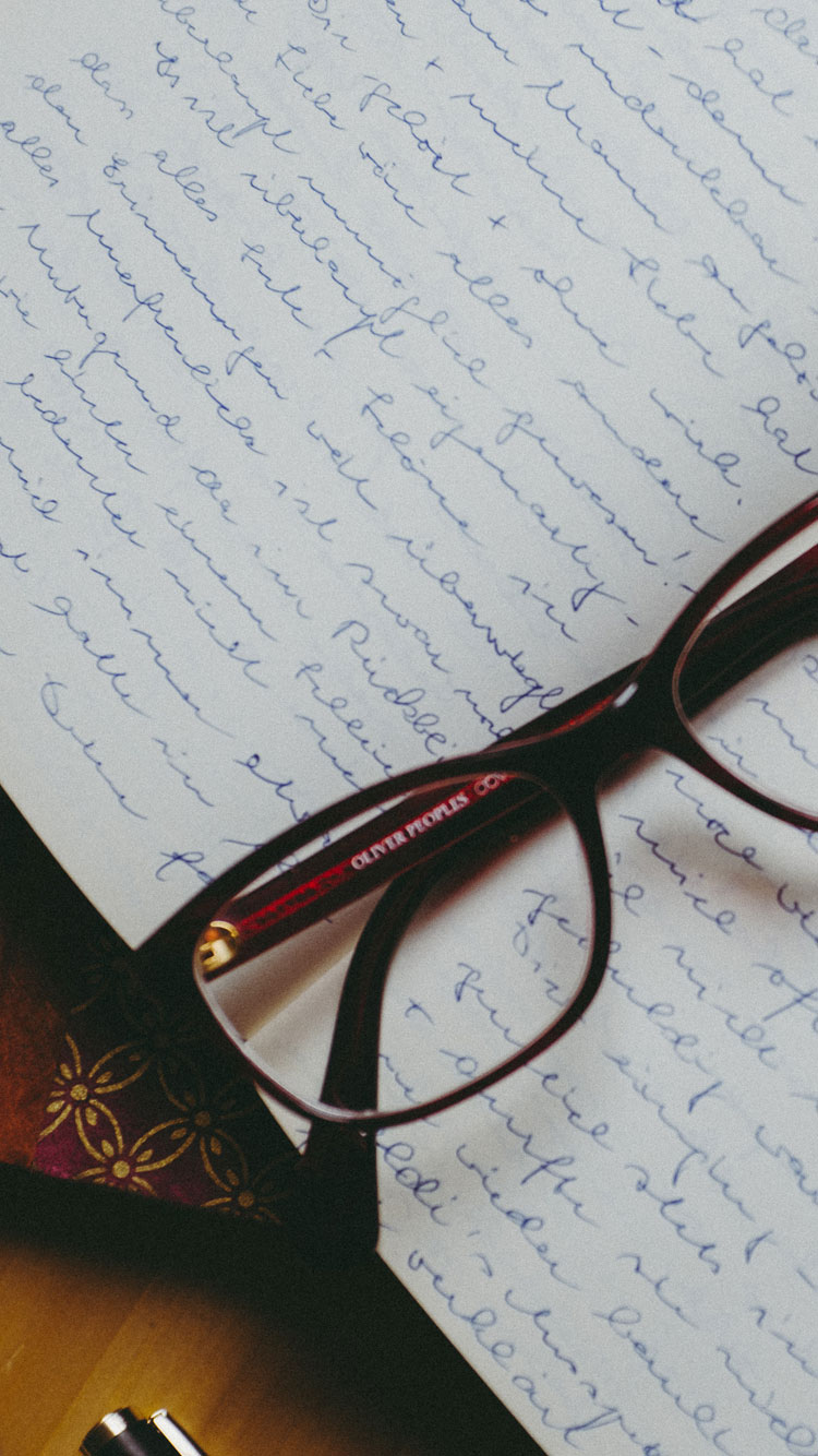 GLASSES-AND-DIARY-iPhone-Wallpaper
