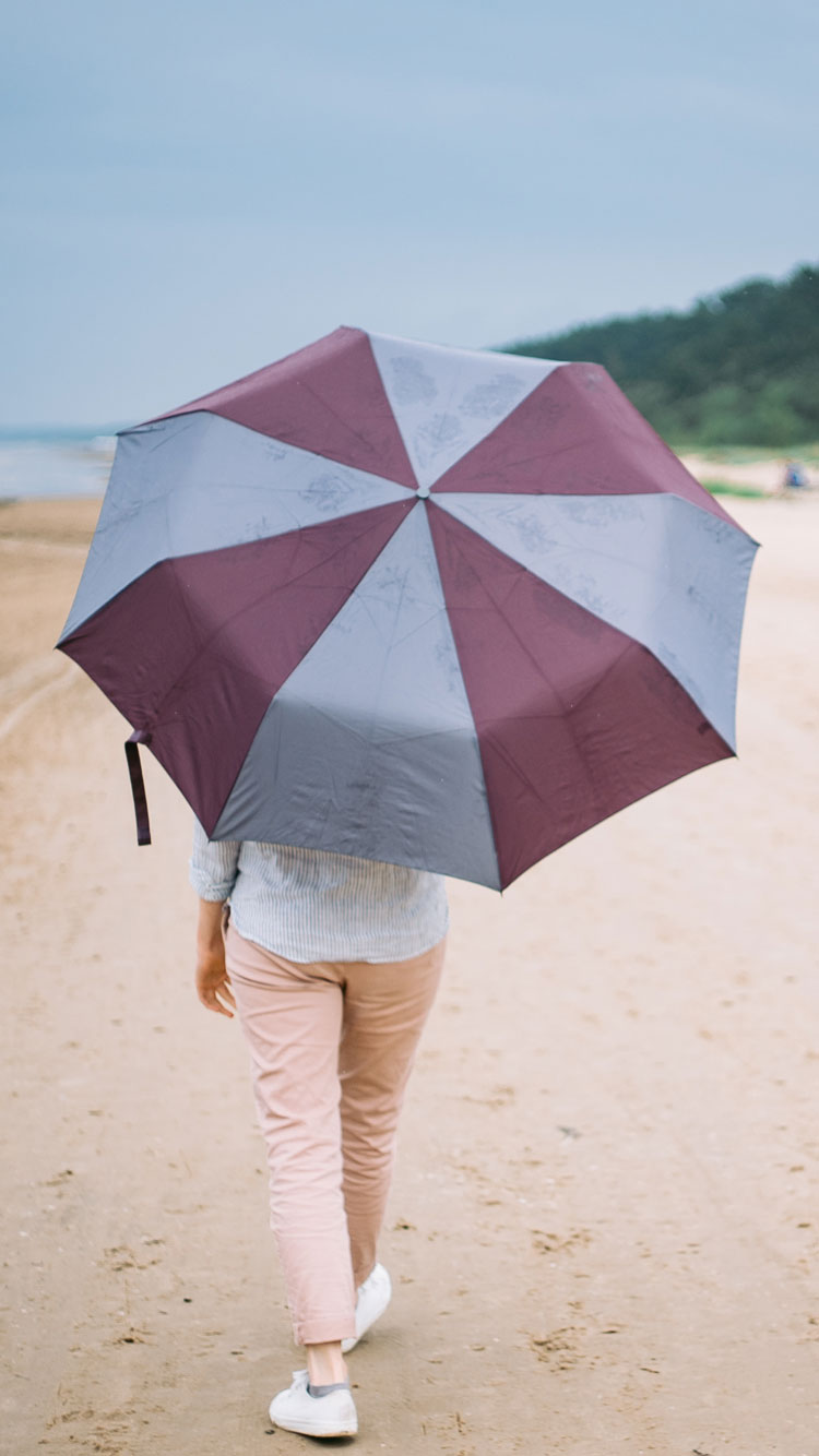 RAINY-DAY-ON-THE-BEACH-iPhone-Wallpaper