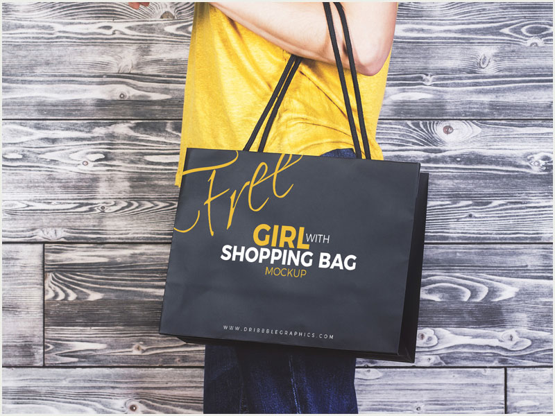 Free-Girl-Carrying-Shopping-Bag-MockUp